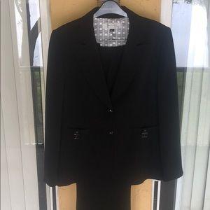 Tahari Arthur Levine designer 2 piece pant suit
